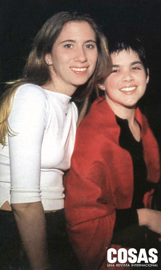 Janice Belmont y Carolina Carrillo, en el cumpleaños de la primera, 2000.