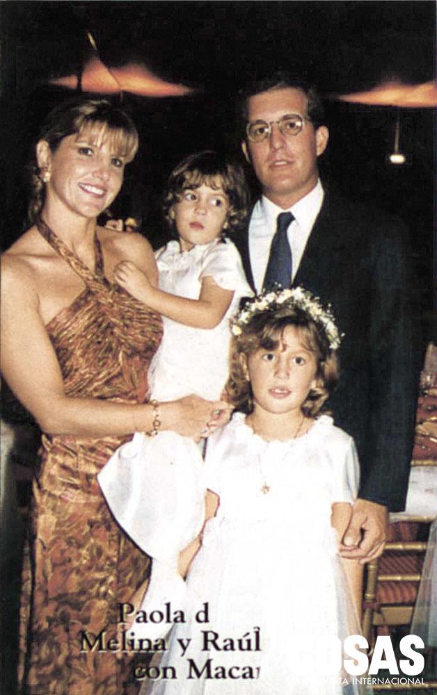 Paula de Barrios, Melina y Raúl Barrios, con Mariana, en el matrimonio Orbegozo Barrios, 1998.