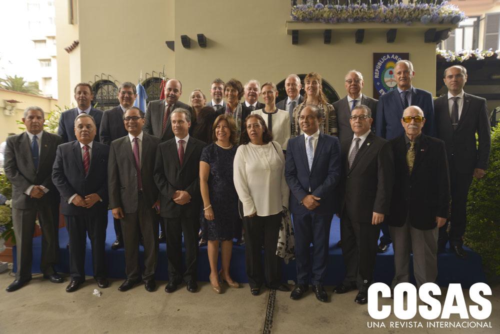 Embajadora de Argentina Ana María Ramírez con los embajadores asistentes