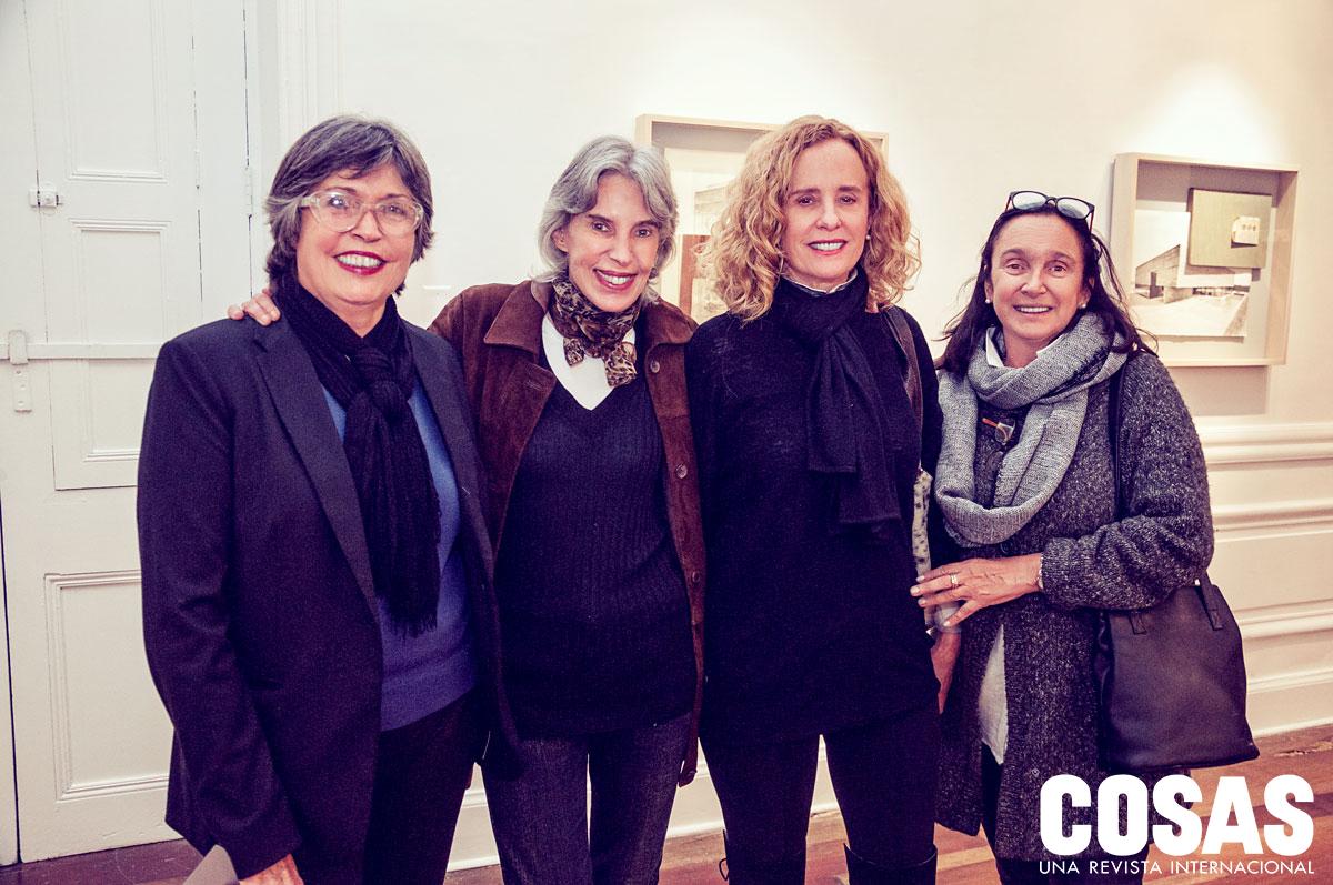 Cecilia González, Patricia Magill, Marita Velaochaga y Rosa María Reynafarje, en CEDE Galería.