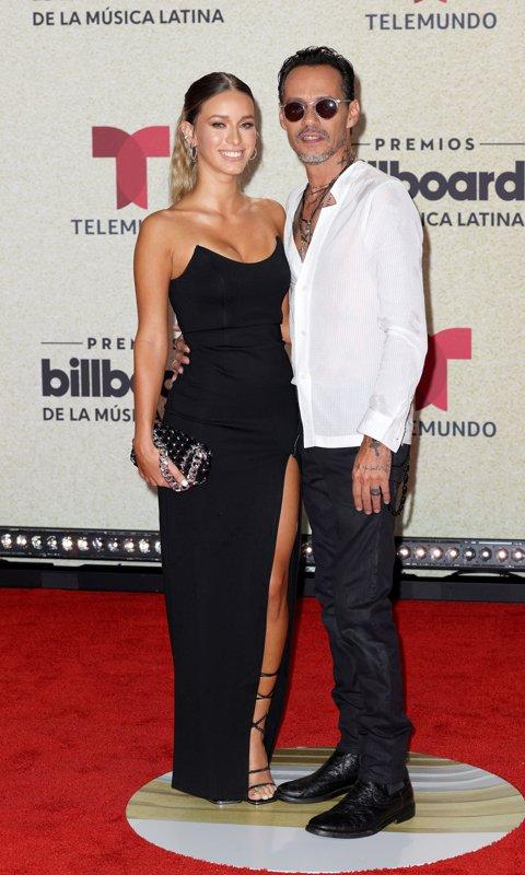 Marc Anthony y su novia Madu Nicola hicieron su debut en la alfombra roja.